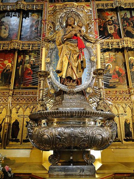 3418201_Imagen_de_Santa_Mara_de_la_Almudena_titular_de_la_catedral_y_patrona_de_Madrid__450pxAlmudena_Cathedral_05 (450x600, 139Kb)