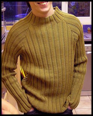 Мужской пуловер в резинку из