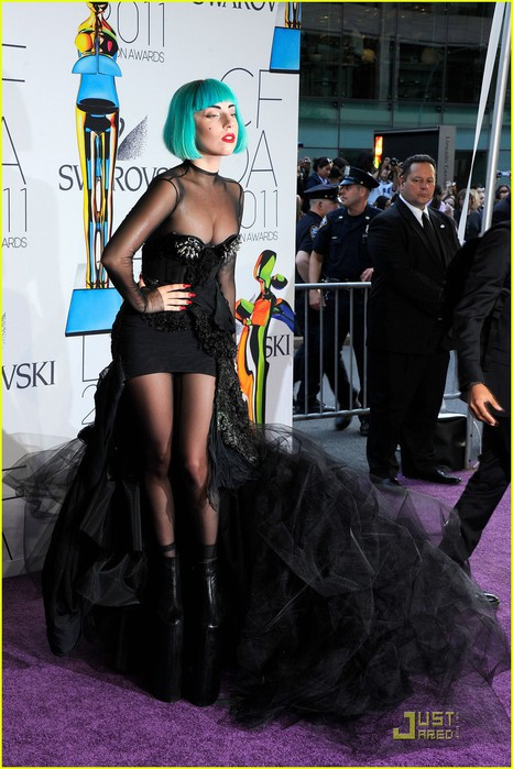 lady-gaga-cfda-fashion-awards-04 (466x700, 97Kb)