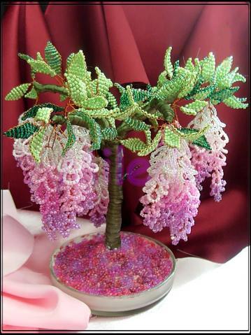 Деревья и цветы из бисера либо другого материала.