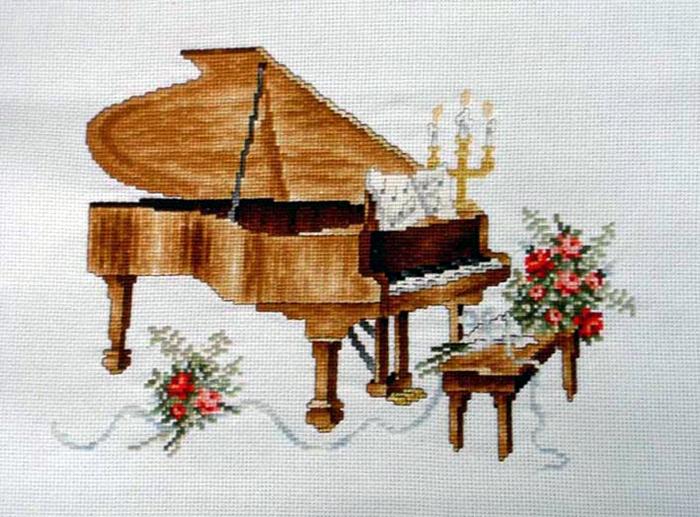 Вышивка пианино.  По-моему симпатичная вышивочка в копилочку!