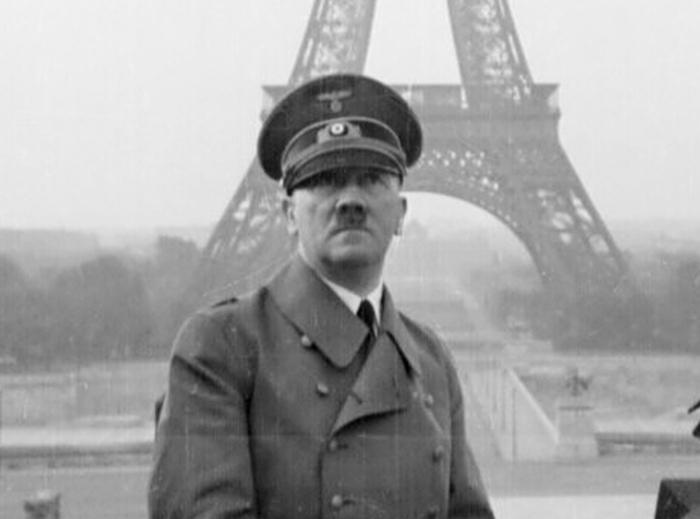 Hitler in Paris (700x519, 114Kb)