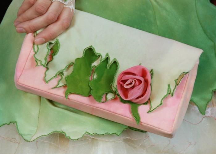 roses-edge-clutch-handbag-1 (700x500, 67Kb)