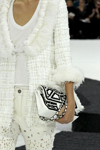Источник.  А, теперь смотрите фото сумок Chanel (Шанель) весна 2011.
