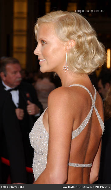 charlize-theron-76th-annual-academy-awards-arrivals-037EY6 (364x620, 48Kb)