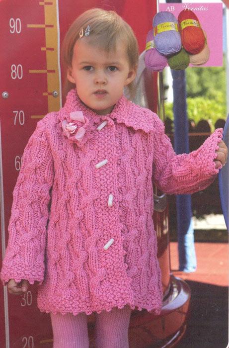 Розовое вязаное пальто для