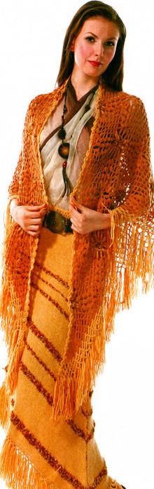 Связанная спицами юбка особенно эффектно смотрится с ажурной шалью в такой же цветовой гамме.
