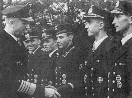 дениц с моряками (440x327, 74Kb)