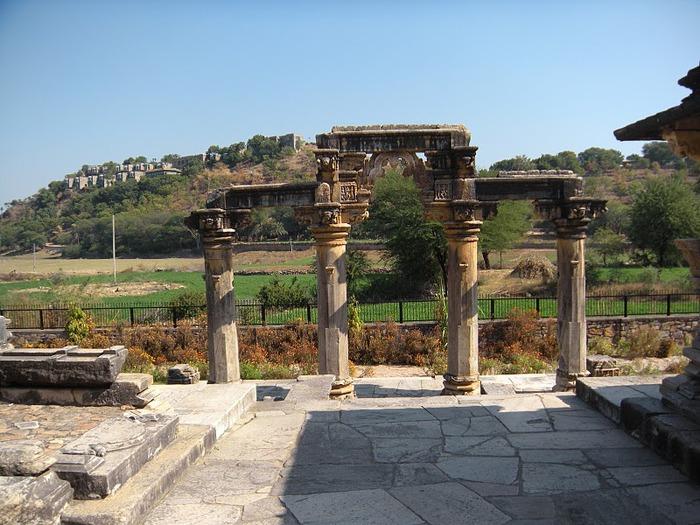 Храм Нагда - Nagda Sahasra Bahu temple 46466