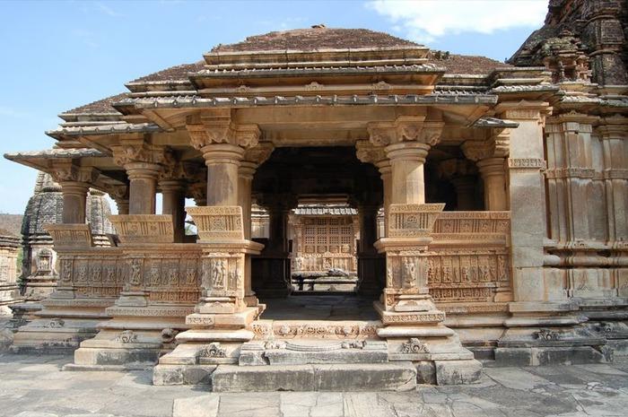 Храм Нагда - Nagda Sahasra Bahu temple 70170