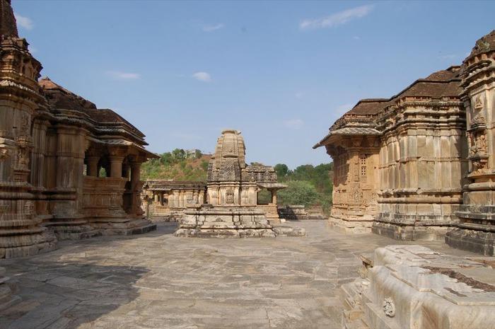 Храм Нагда - Nagda Sahasra Bahu temple 77764