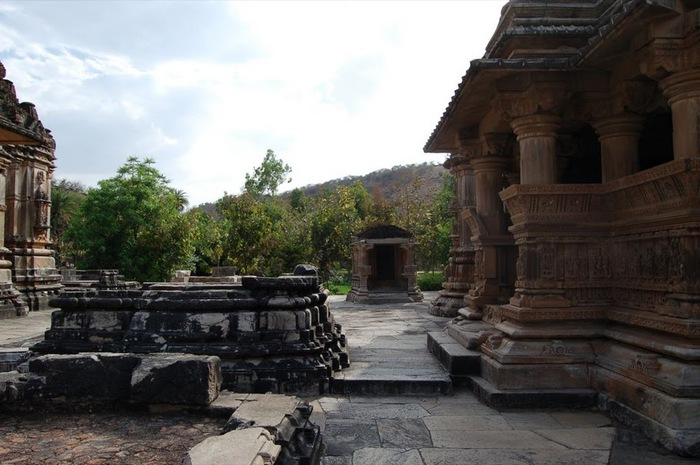 Храм Нагда - Nagda Sahasra Bahu temple 90828