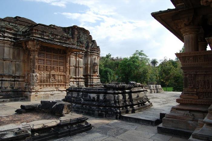 Храм Нагда - Nagda Sahasra Bahu temple 32653
