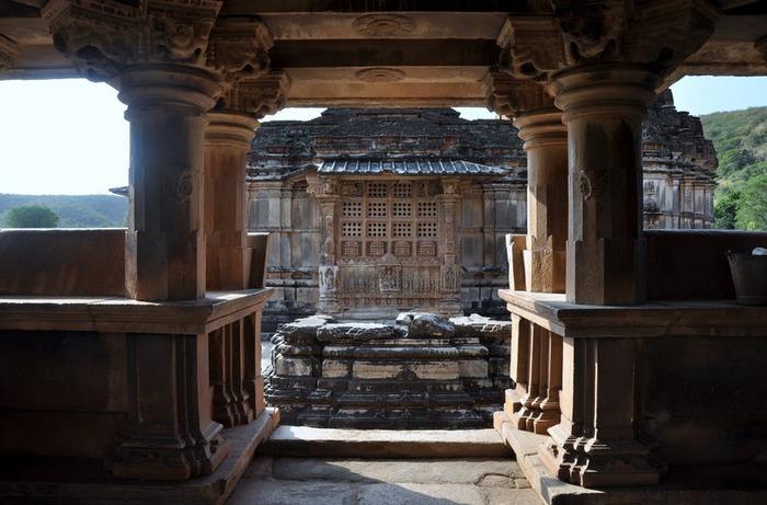 Храм Нагда - Nagda Sahasra Bahu temple 80294