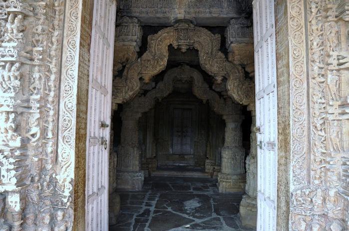 Храм Нагда - Nagda Sahasra Bahu temple 43229