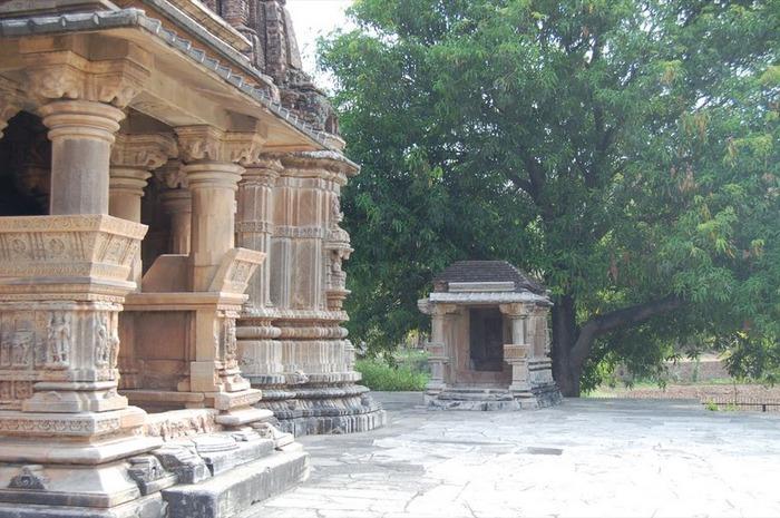 Храм Нагда - Nagda Sahasra Bahu temple 19348