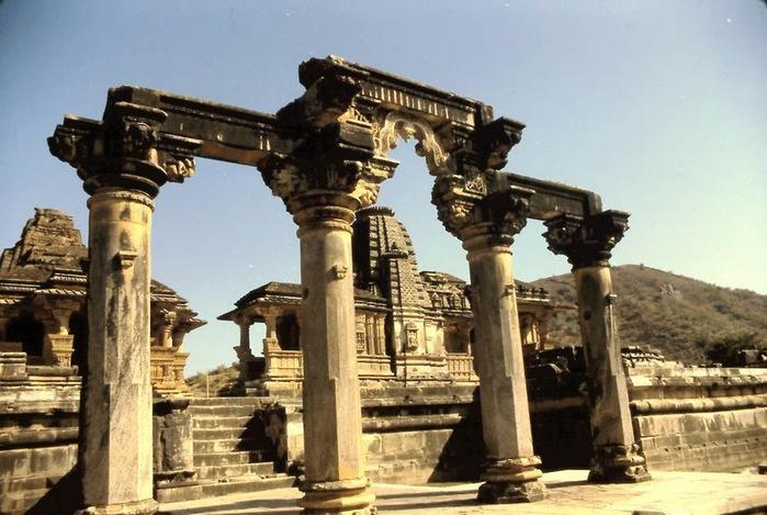 Храм Нагда - Nagda Sahasra Bahu temple 28333