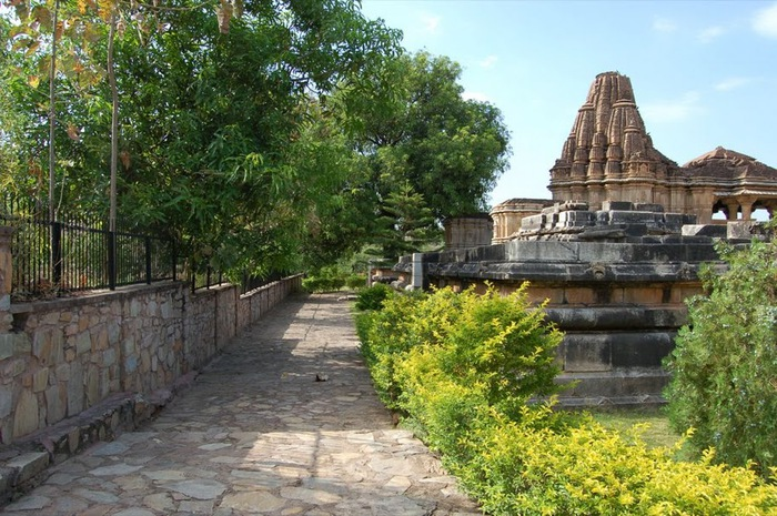 Храм Нагда - Nagda Sahasra Bahu temple 47933