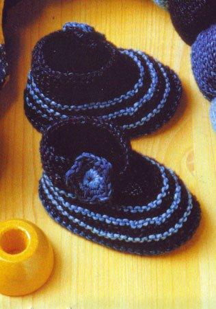 Вязание малышам, пинетки.  Для вязания пинеток Вам потребуется: * немного пряжи Dlue Jeans от Schachenmayr...