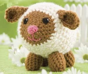 Если же Библейские истории вам не очень интересны - свяжите овечку-амигуруми.