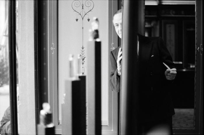 Serge Lutens — человек-оркестр, который умеет быть талантливым во всем. Прически, украшения, декор интерьера, фотография, книги и парфюм от Serge Lutens — это все удивительные творения талантливого автора./2270477_459 (700x464, 61Kb)