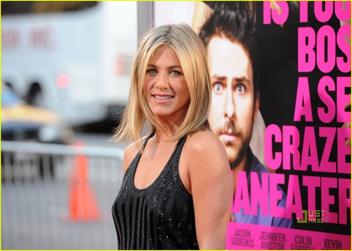 jennifer-aniston-horrible-bosses-premiere-hollywood-09 (700x498, 82Kb)