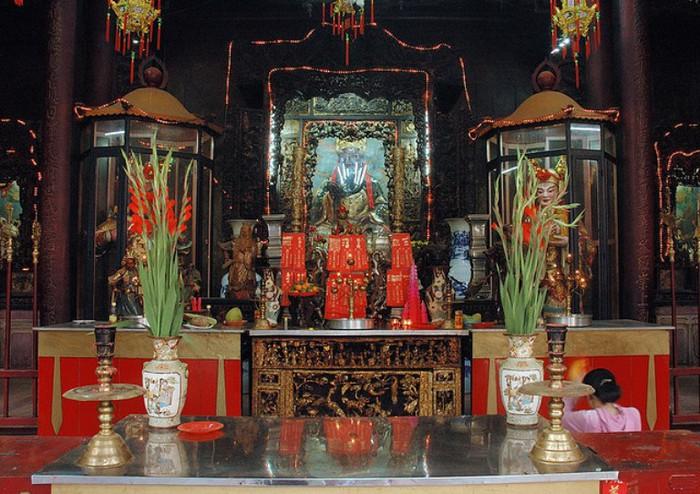 16 Сайгон. Статуи в пагоде Nghia An Hoi Quan (700x494, 129Kb)
