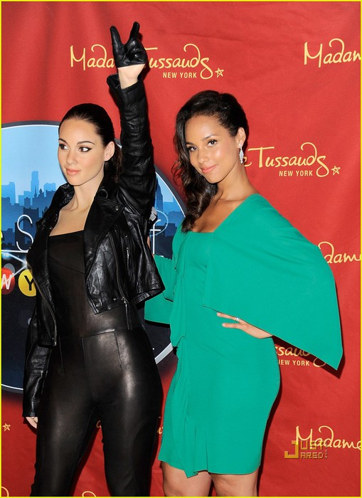 alicia-keys-wax-figure-madame-tussauds-03 (509x700, 89Kb)