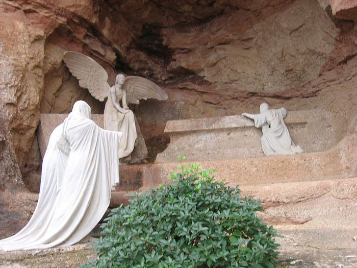 676813_800pxGaudiRosario_Monumental_de_Montserrat (700x525, 77Kb)