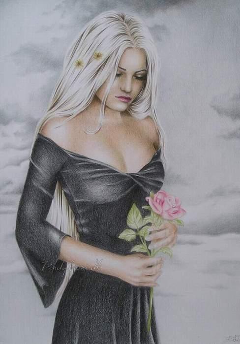 Нежная блондинка моется в душе