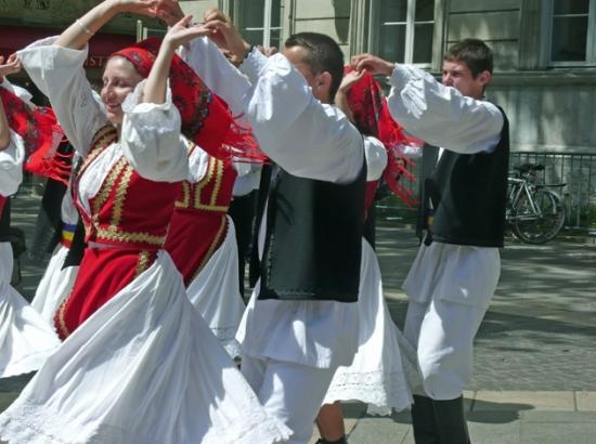 festival-avignon-france-1348604207-1328050 (550x410, 183Kb)