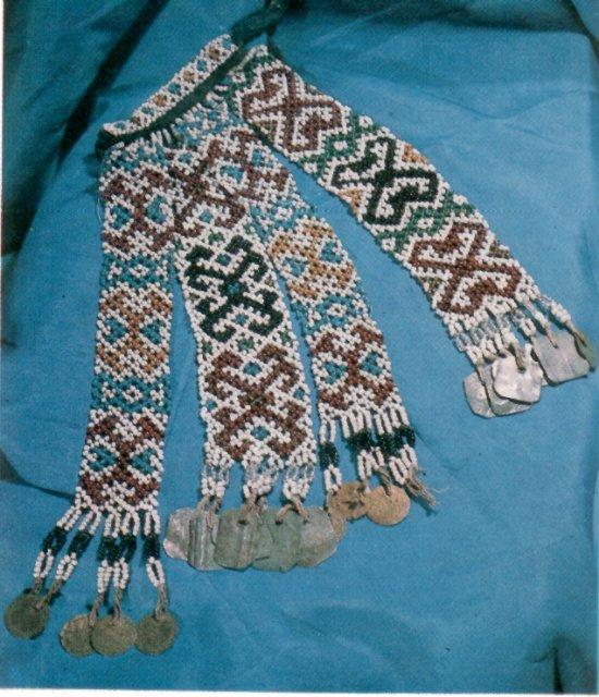 Кисти изготавливались из цветного гаруса, шёлка, металлических, кручёных с шелком нитей, яркого бисера.