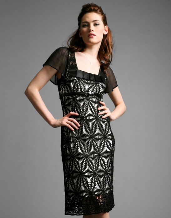 Черное платье крючком очень красивое