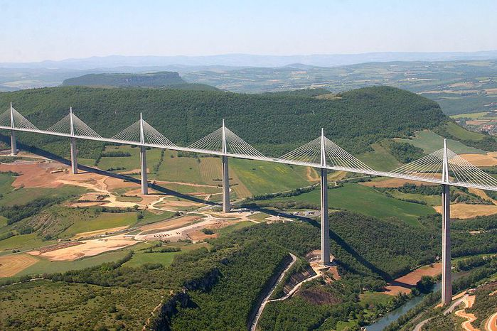 Самый высокий мост/2822077_millau_viaduct1 (700x466, 86Kb)