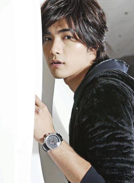 Майк Хэ / Mike He Jun Xiang / 賀軍翔 76202905_kinopoiskruMikeHe1292618