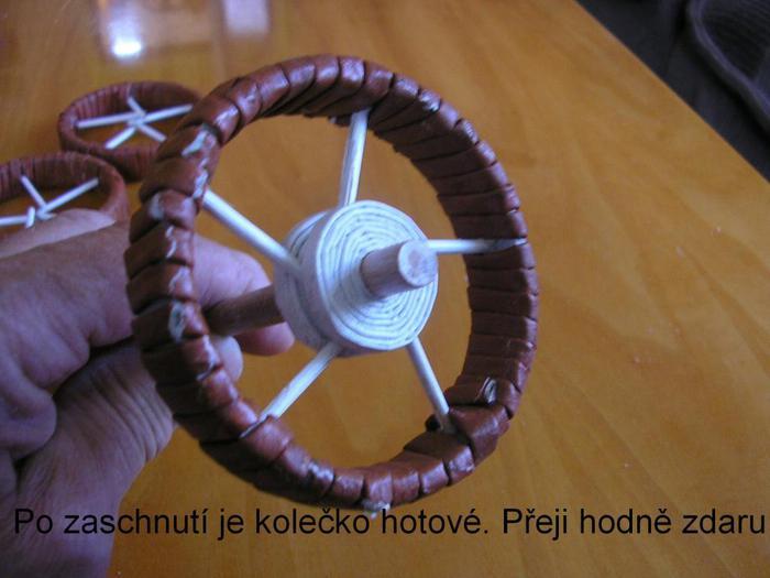 Декоративные кашпо-коляски из газетных трубочек (12)