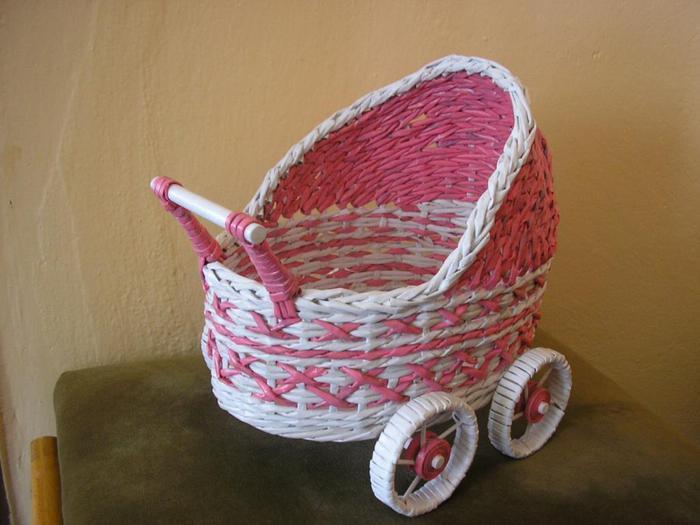Декоративные кашпо-коляски из газетных трубочек (17)