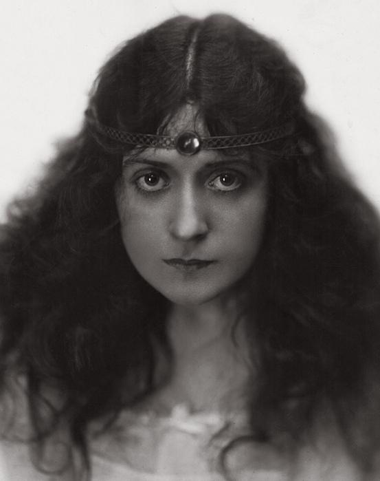 photoMary Charleson, 1919 (553x700, 96Kb)