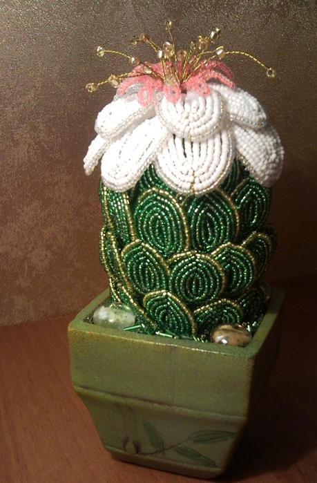 цветок для кактуса из бисера - О том, как плести бисером.
