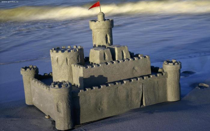 уникальный замок из песка.