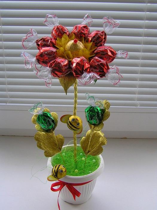 Как сделать топиарий из конфет  пошаговая 52