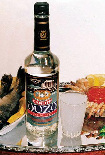 У этого крепкого алкогольного напитка на основе аниса полно родичей.