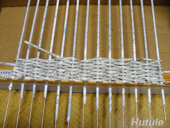 Корзина из газетных трубочек начало плетения