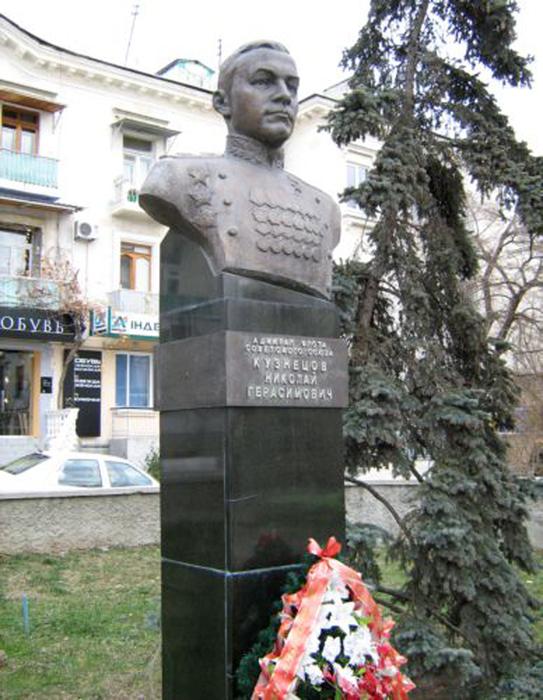 KuznecovNikolGerasim_bust_Sevastopol (543x700, 305Kb)
