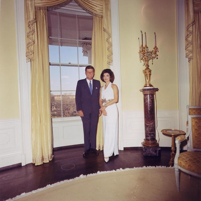 45764654_Kennedys_in_the_Yellow_Oval_Room_32863 (700x700, 56Kb)