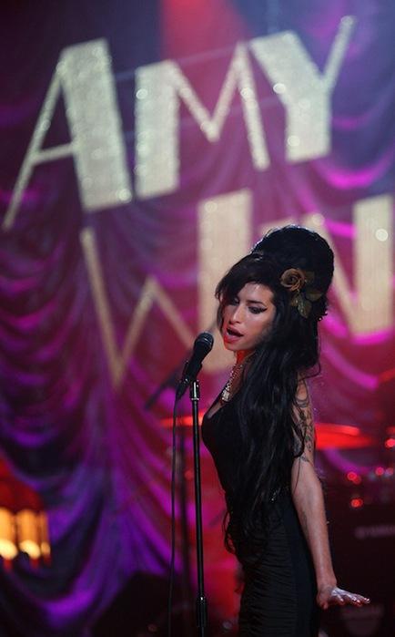 Умерла британская певица Эми Уайнхаус (Amy Winehouse)/2822077_amy_winehouse_grammy_awards_20081 (434x700, 65Kb)