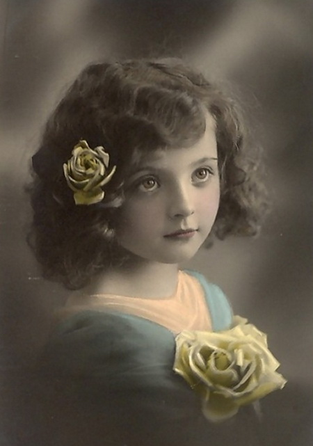 Beautiful-young-girl-with-flowers-in-her-hair-Vintage-Postcard (450x641, 59Kb)