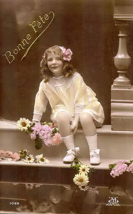 Bonne-Fete-postcard-flowers-young-girls-pictures (433x700, 91Kb)