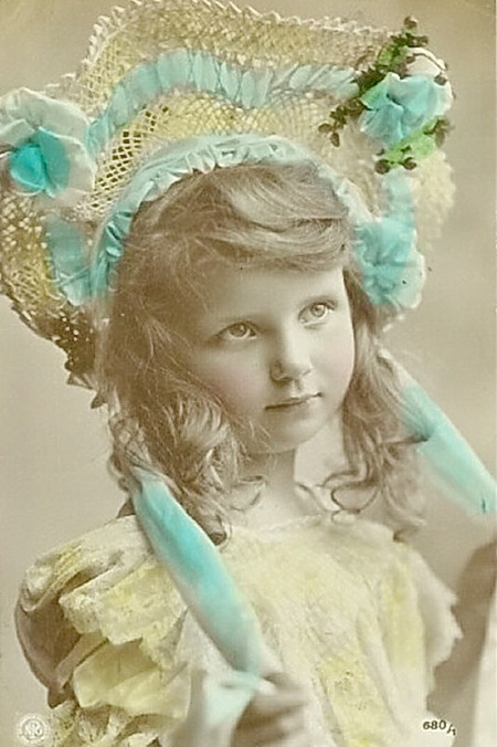 Pretty-young-girl-wearing-silly-hat-Vintage-Postcard (450x676, 105Kb)