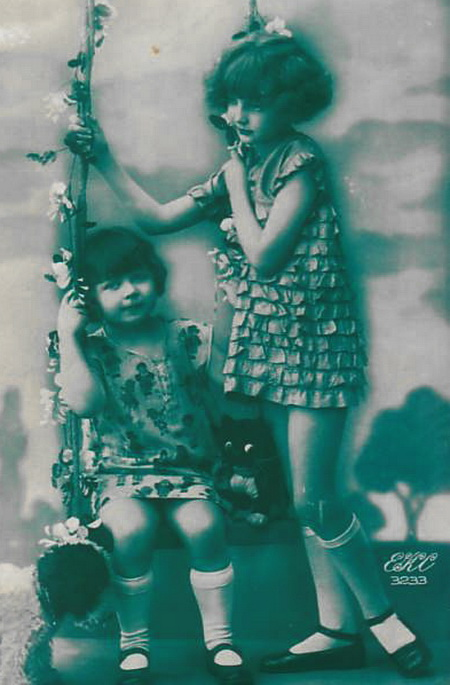 Two-girls-wearing-short-dresses-play-on-swing-Vintage-Picture-Postcard (450x685, 94Kb)